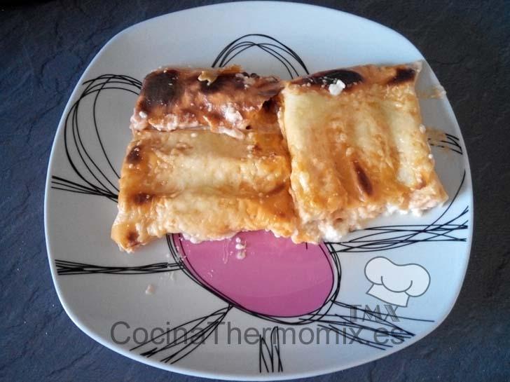 Canelones de queso de cabra con salsa aurora
