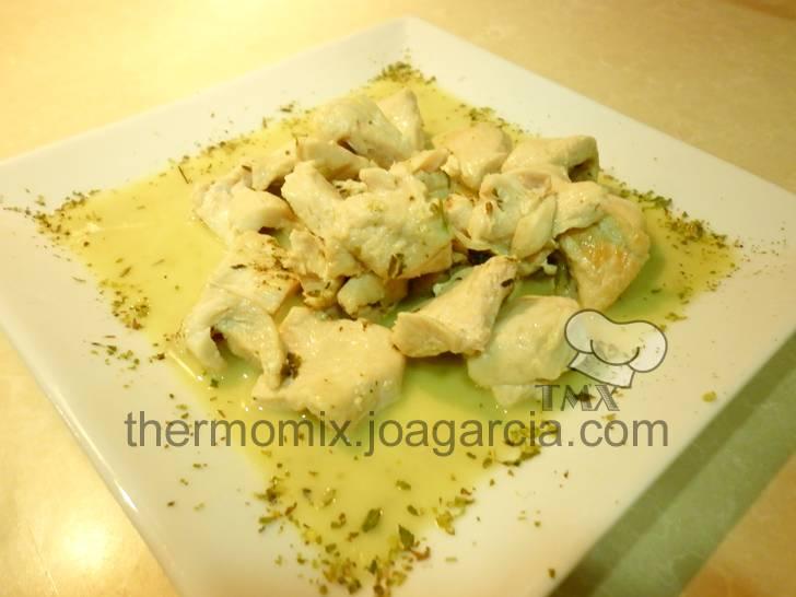 Pechuga de pollo a las finas hierbas