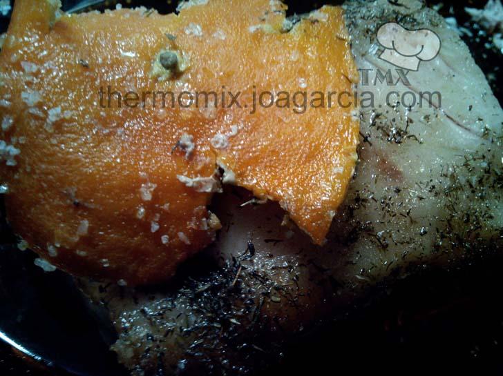 Lomo a la sal con naranja confitada